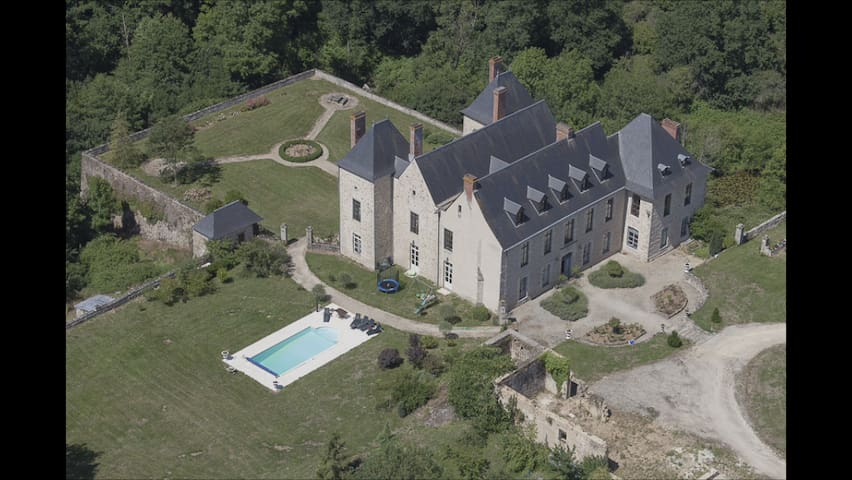 Beautiful restored private castle - Ménigoute