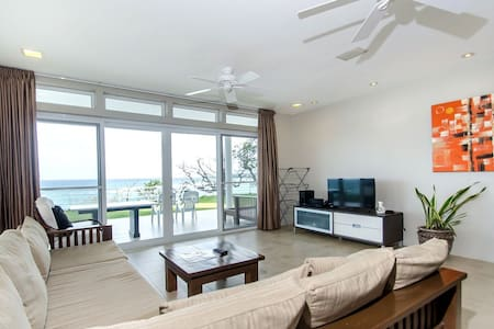 large ocean front 3 bedroom apartment - Malay