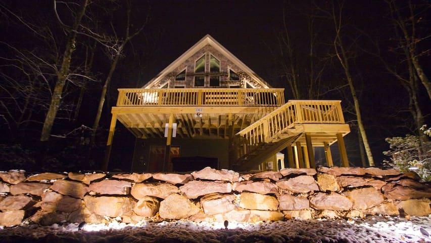 Lake Harmony Lodge-sleeps 22-gorgeous lake view!