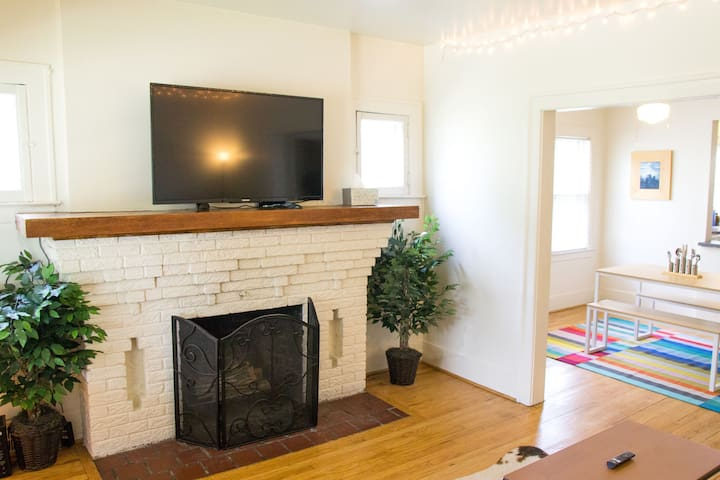 Bright, Spacious Ferndale Bungalow!