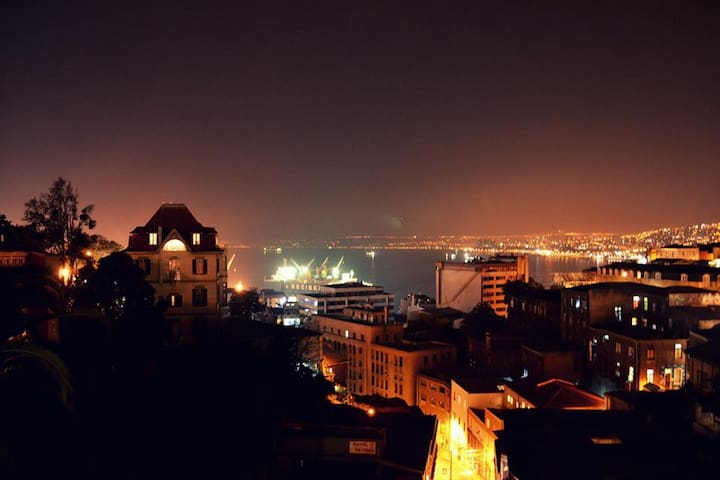 Habitación compartida,  Valparaíso.