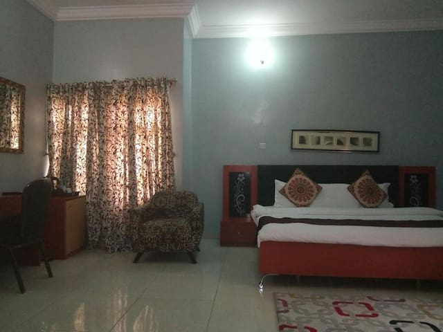 Paris Choice Hotels & Resort Wuse-Notre Dame Room