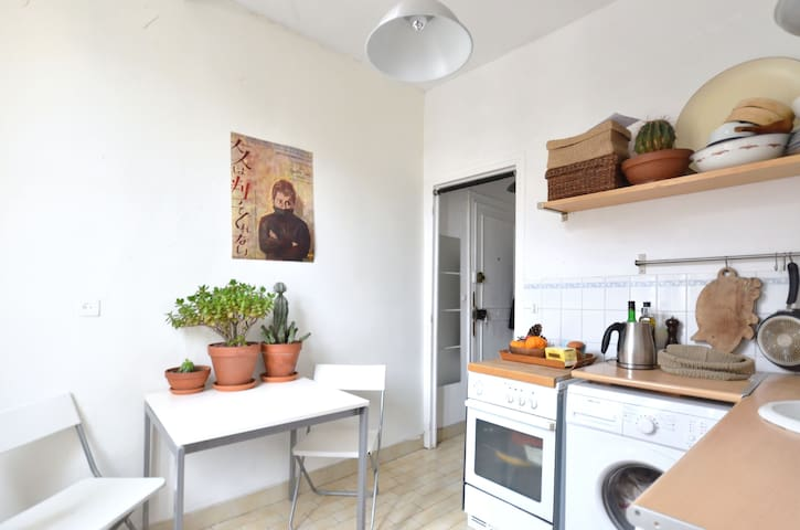 Large studio in the heart of 'Marais'