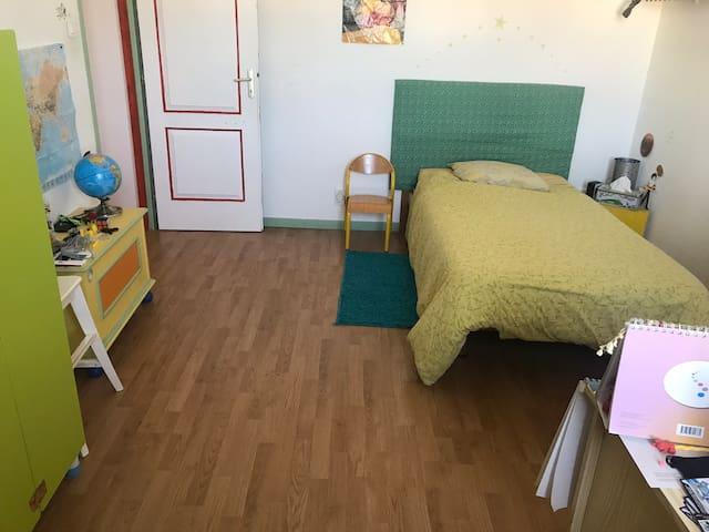 Alexia Grande chambre dans villa au calme