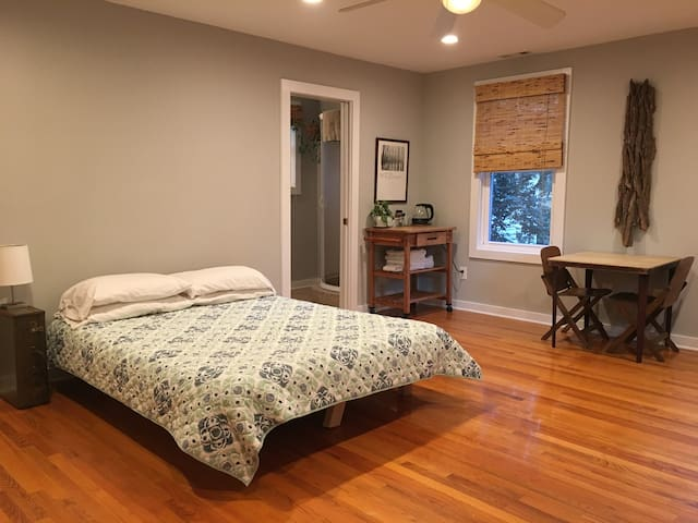 Peaceful Guest Suite in Riverland Terrace