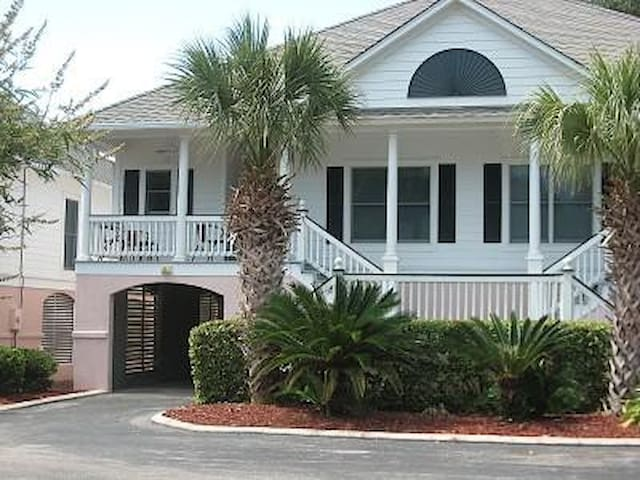 Beach Cottage with Golf Cart - Isle of Palms - Willa
