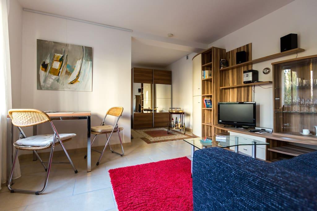 gartenbungalow zentral modern ruhig wohnungen zur miete. Black Bedroom Furniture Sets. Home Design Ideas
