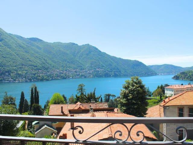 Wonderful wiew apartment on lake. - Como- Moltrasio - Hus