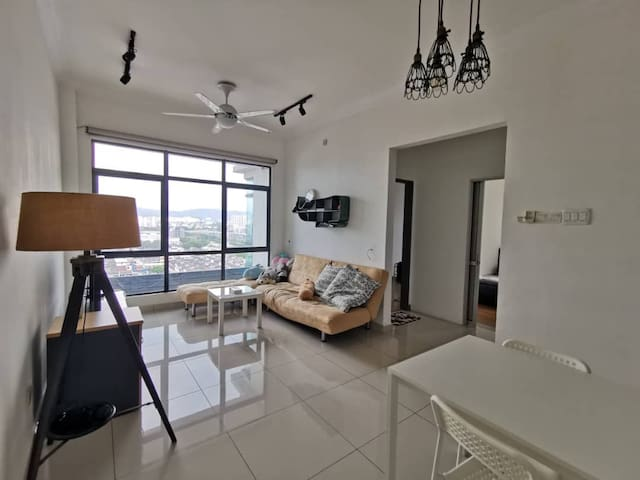 Comfy 2 bedroom apartment in Kota Kemuning. McD