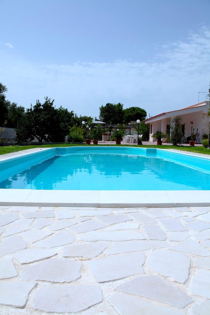 enorme villa con piscina