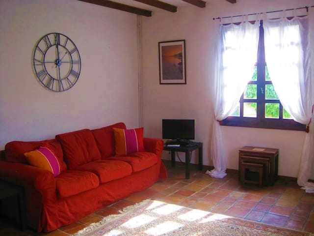 3 bed/2 bath House, Garden, Off Street Parking - Quillan - Talo