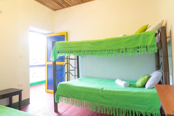 "Hostal Caminante, Room ""Colibrí"" In Family House"