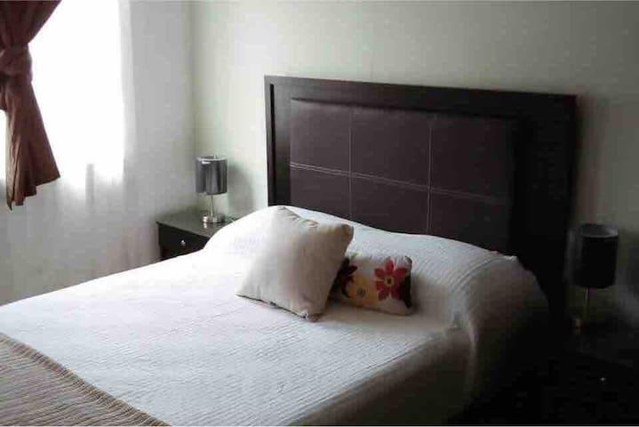 Linda habitación, cómoda y nueva para Mujeres.