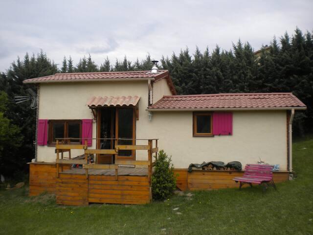 Petite maison entre montagne et campagne - Aspremont - บ้าน