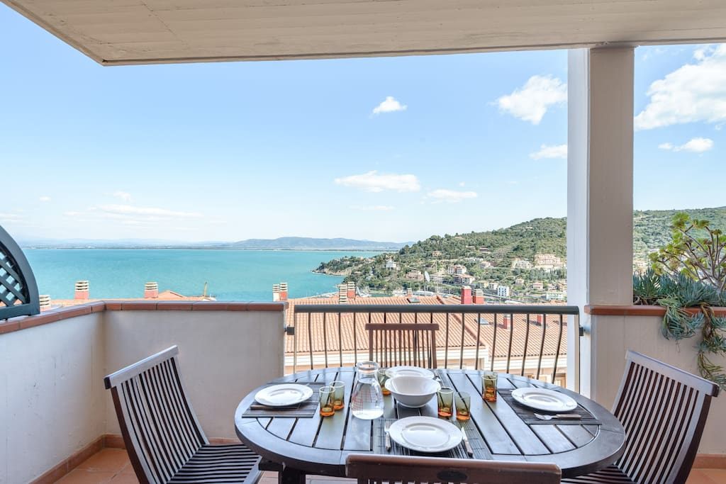 Terrazza vista mare e posto auto appartamenti in affitto for Appartamenti porto santo stefano