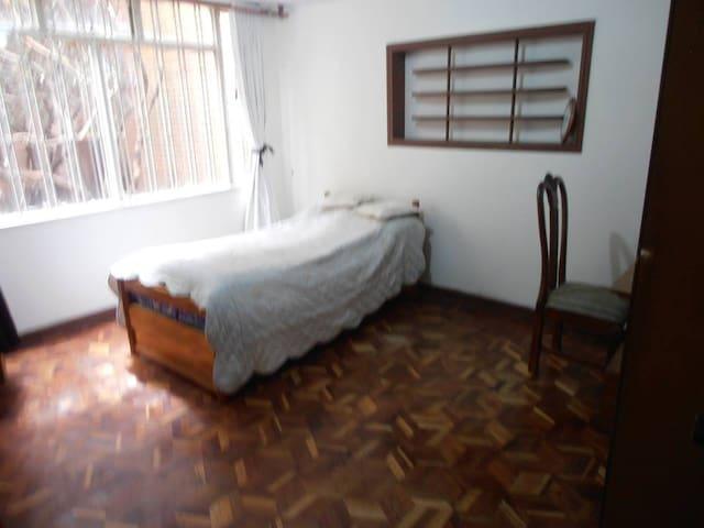 Gran habitacion. Ambiente familiar - Bogotá - Haus