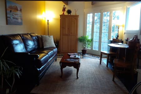 """Casa Costagliola"" private upstairs flat - Carmel-by-the-Sea"
