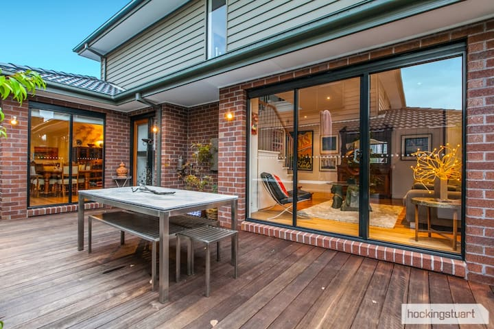 Stylish, Stunning, Spacious Home - Mont Albert North - Hus