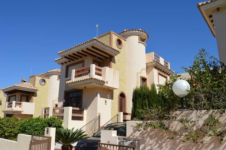 5 Bed  Villa with Private Pool,WiFi – Villamartin