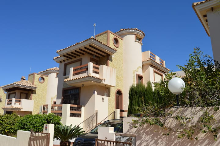 5 Bed  Villa with Private Pool,WiFi – Villamartin