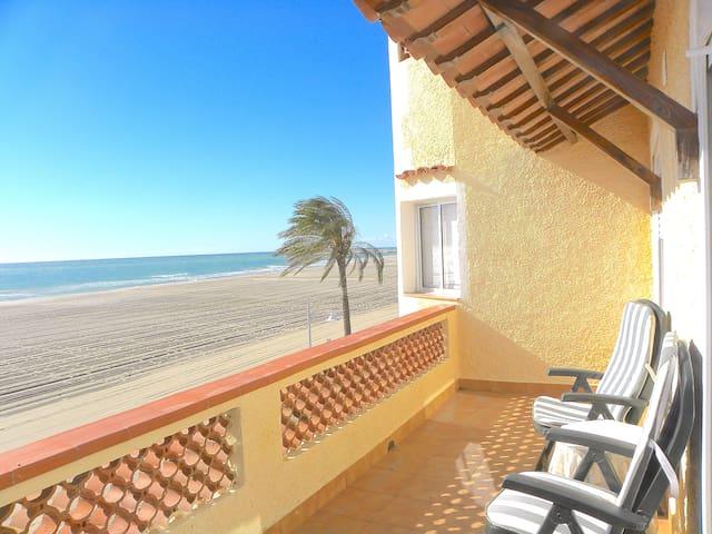 Exclusivo Apartamento Primera Línea de Playa - Coma-ruga - Condominio