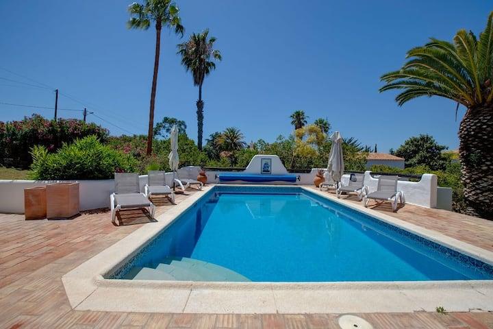 Spacious 5 bedroom villa in an enviable position.