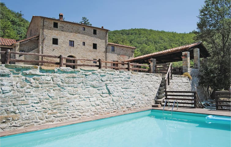 Holiday cottage with 13 bedrooms on 560 m²