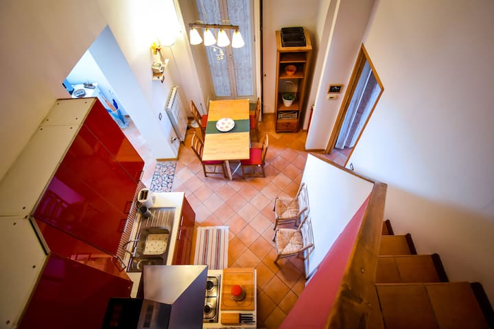 SUNNY APARTMENT NEAR PIAZZA DANTE