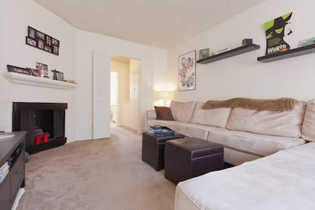Walkable to Downtown SM & beach