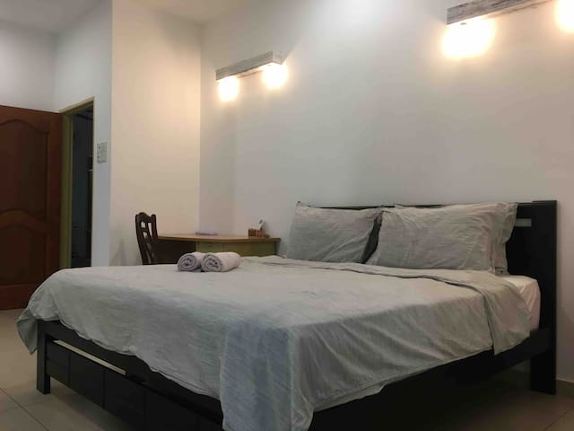 Ensuite Room @TheHillsideHouse (Real Homestay)