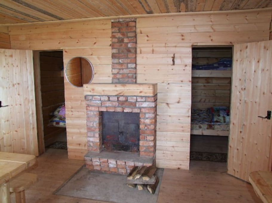 Cottage for 6 persons, living room with wood stove and 2 sleeping-rooms on Lodochny Ruchey.