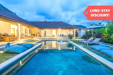 4BR Homey Villa in Uluwatu | Kitchen + Wifi + Pool