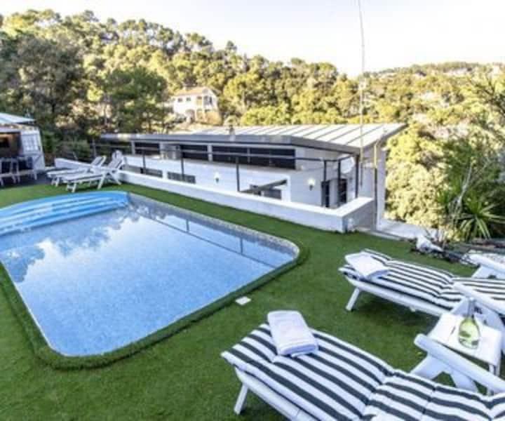 Casa nueva con piscina a 35 minutos de Barcelona