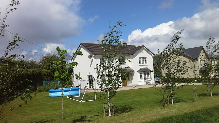 Modern House 6 miles from Killarney - Killarney - Huis