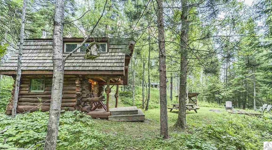 Private, Rustic Log Cabin and Sauna on North Shore