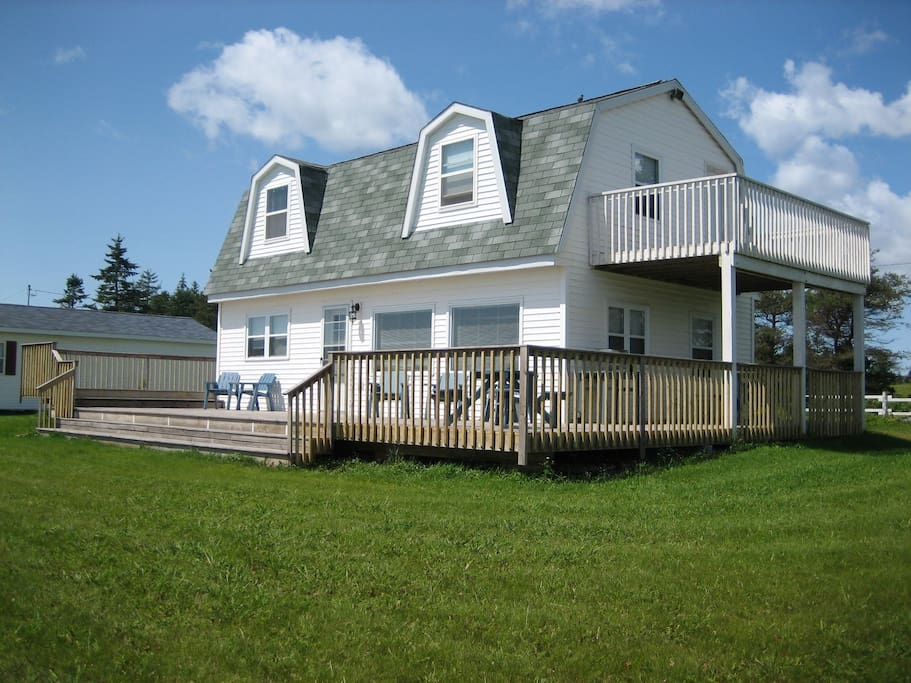 The Cottage has a wrap around deck facing the Ocean