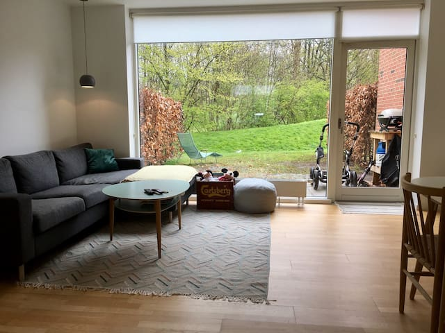 Family friendly house, forest view - Brønshøj - Huis