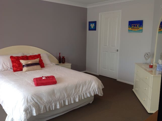 Bayz Maroochy Waters   WATERFRONT AND PET FRIENDLY - Maroochydore - Dom