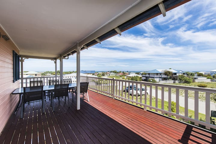 Sunset Retreat - Sit back and relax, Pet Friendly Property