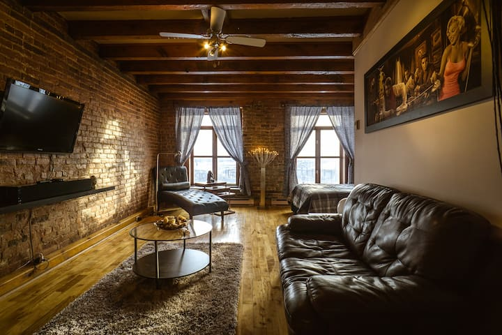 Elegant Water View Loft in Old MTL