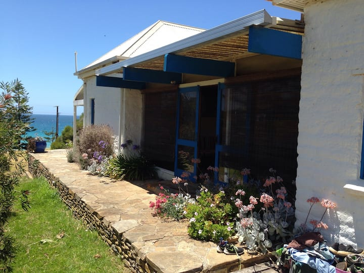 Kangaroo Island beachfront cottage