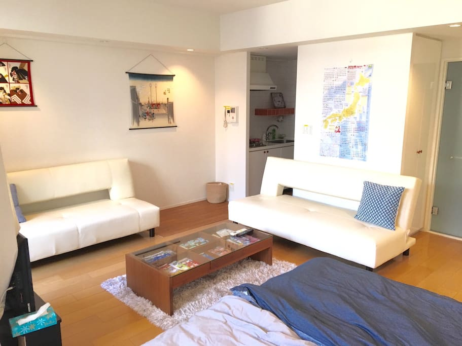 MAX 5P can stay 3 shingle beds 2 sofa bed 2futons No smoking Pocket speed wifi 220ppt Double lock Check in from2pm Check out    11am  最大5名様ステイ シングルベッド3 ソファベッド2 布団2セット 禁煙 ポケットワイファイ 2重ロック チェックイン14時〜 チェックアウト11時