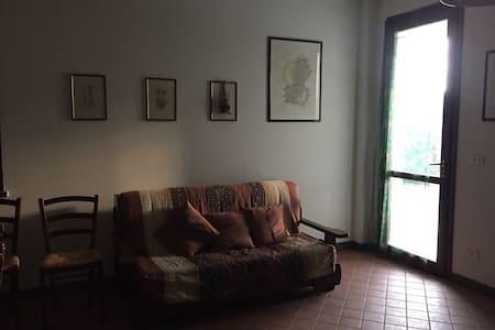 Stanza spaziosa in una proprietà in campagna - Forcoli - Casa