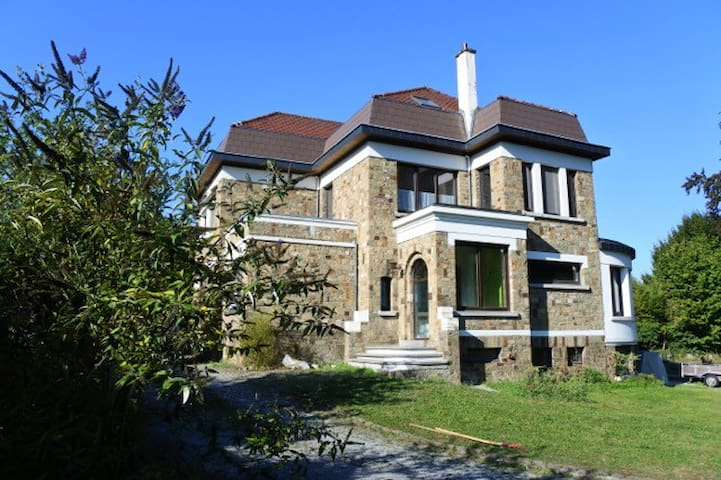 Les Rainettes, gîte mosan, 9 personnes, 5 chambres - Wanze - エコロッジ
