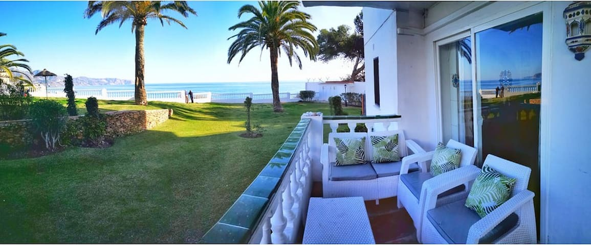 Garden-Apartment with Fantastic Seaviews and Pool