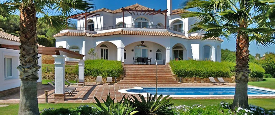 Luxury villa with golf & sea views - Sotogrande - Casa