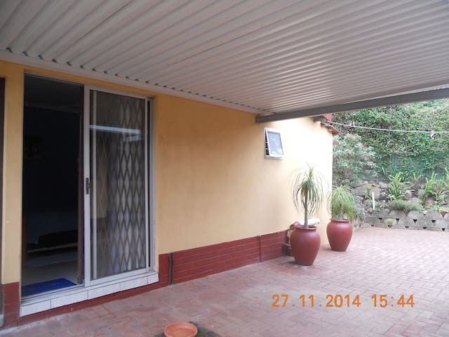 Lovely air conditioned en suite bedroom - Amanzimtoti - Hus