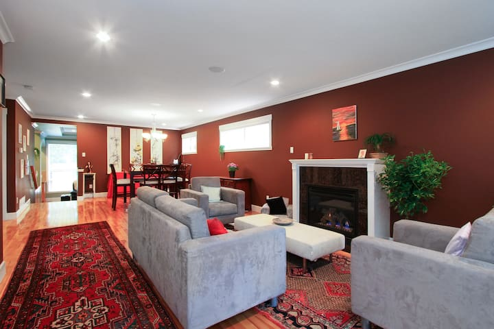 4 Bedroom House near Grouse Mtn. - North Vancouver - Rumah