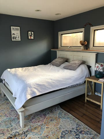 Very private room in updated cottage