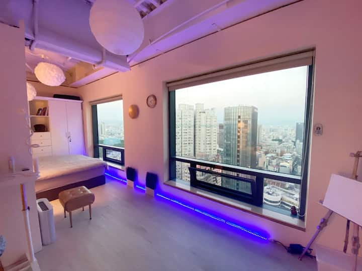 A large studio with an amazing city views